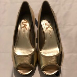 Anne Klein Gold wedge peep toe shoes Sz 8